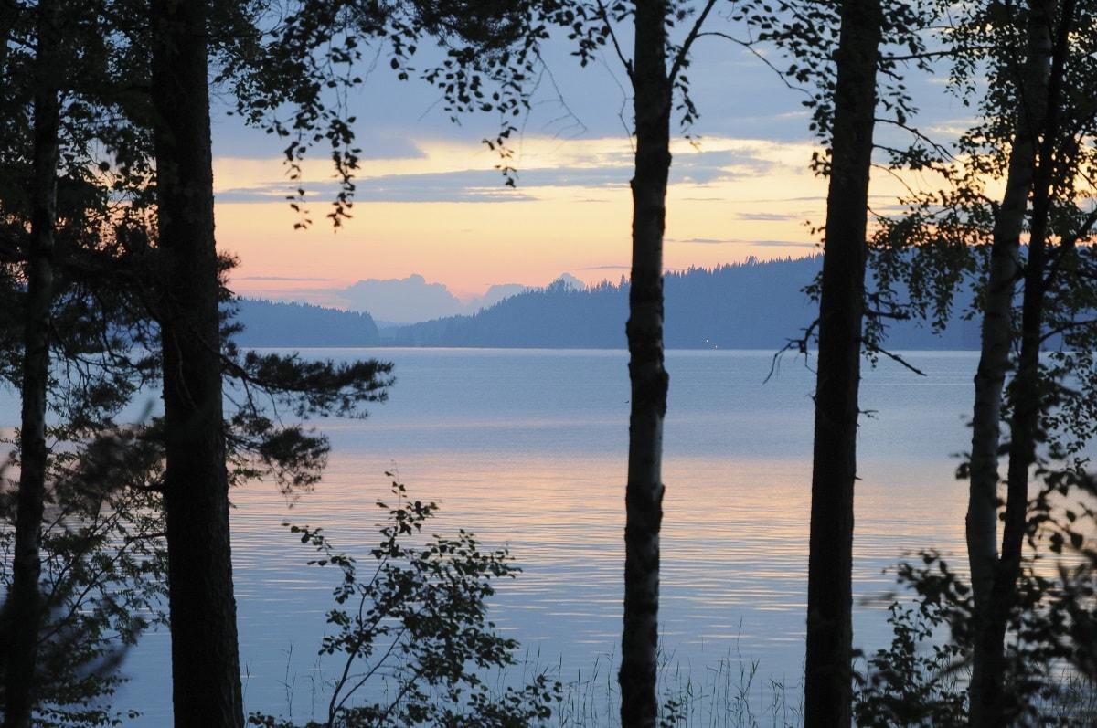 Finlande nuits blanches sous le soleil de minuit for Dame blanche miroir minuit